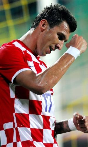 Mandzukic comemora um dos seus dois gols na vitória da Croácia