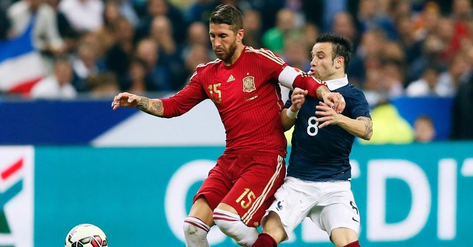 Sergio Ramos disputa bola com Valbuena