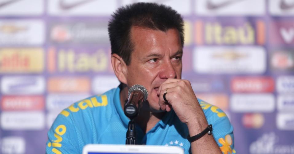 Técnico Dunga concede entrevista em preparação da seleção brasileira