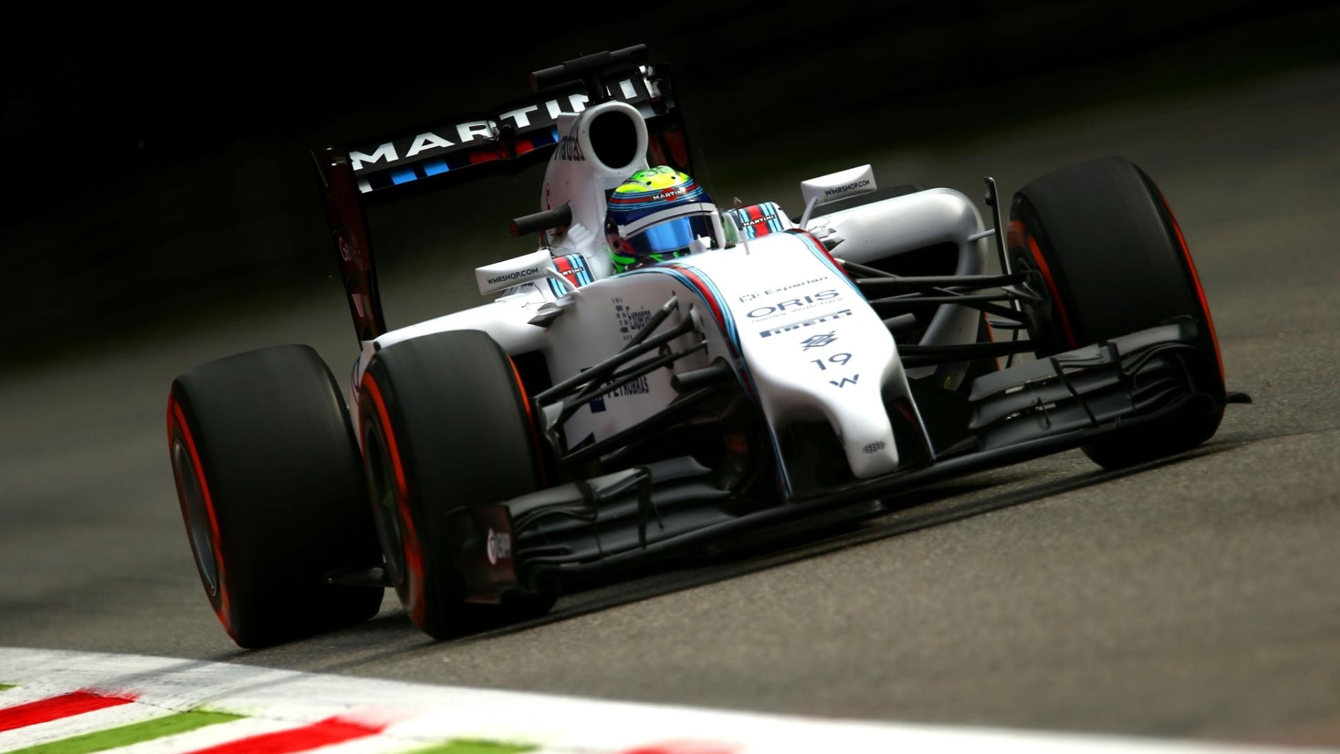 Felipe Massa aguarda momento de ir para a pista