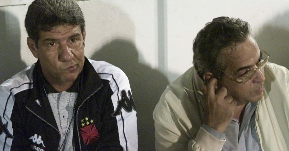 Técnico Joel Santana (e) ao lado do ex-presidente do Vasco Eurico Miranda (d) durante uma de suas passagens pelo clube