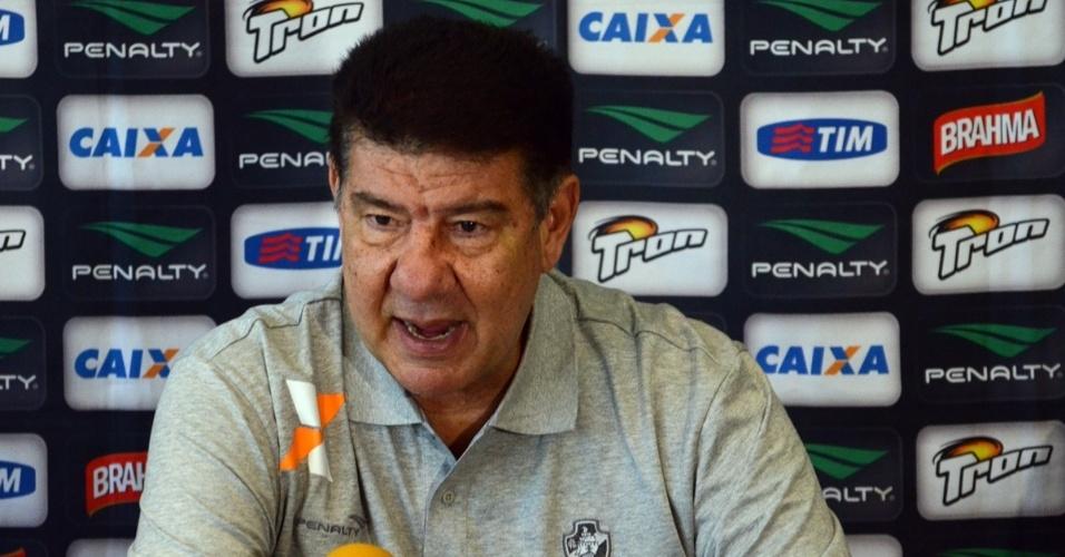07.set.2014 - O técnico Joel Santana concede entrevista coletiva em sua volta ao Vasco