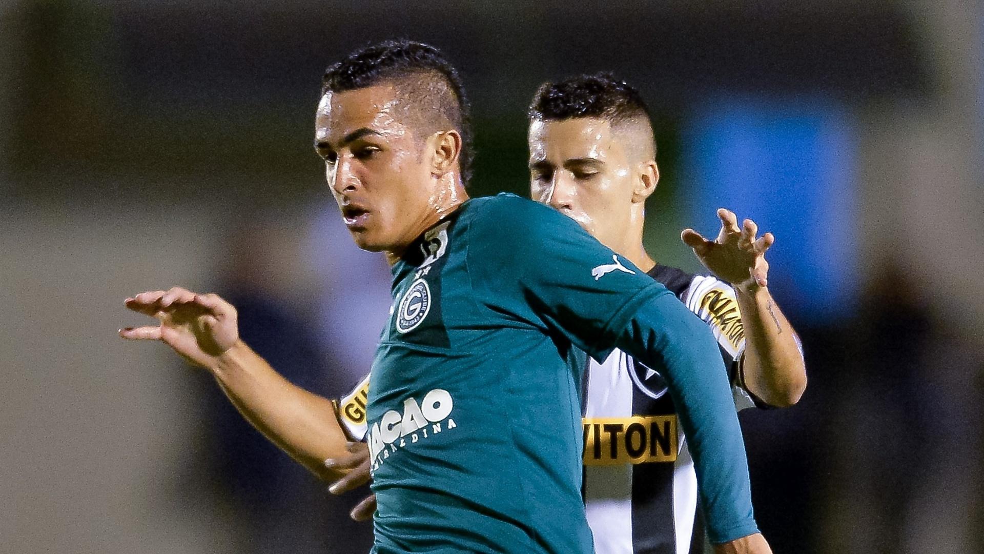 14. mai. 2014 - Esquerdinha disputa bola com Gabriel, do Botafogo, pelo Brasileirão