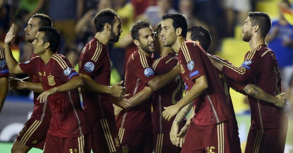 08. set. 2014 - Jogadores da Espanha comemoram gol marcado por Sergio Ramos, para a Espanha contra a Macedônia, pelas Eliminatórias da Euro-2016