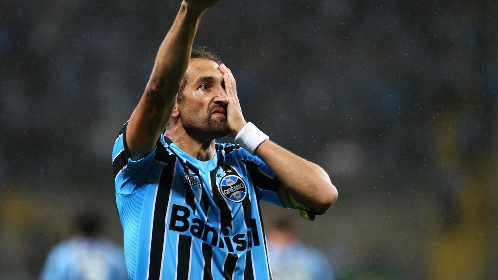 Barcos comemora gol da vitória do Grêmio sobre o Atlético-PR