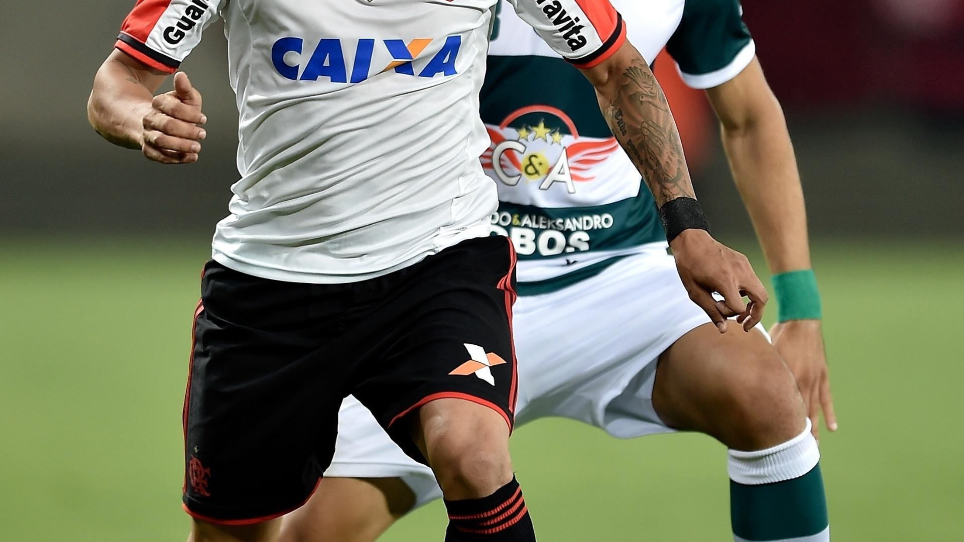Everton faz jogada para o Flamengo contra o Goiás pelo Brasileirão