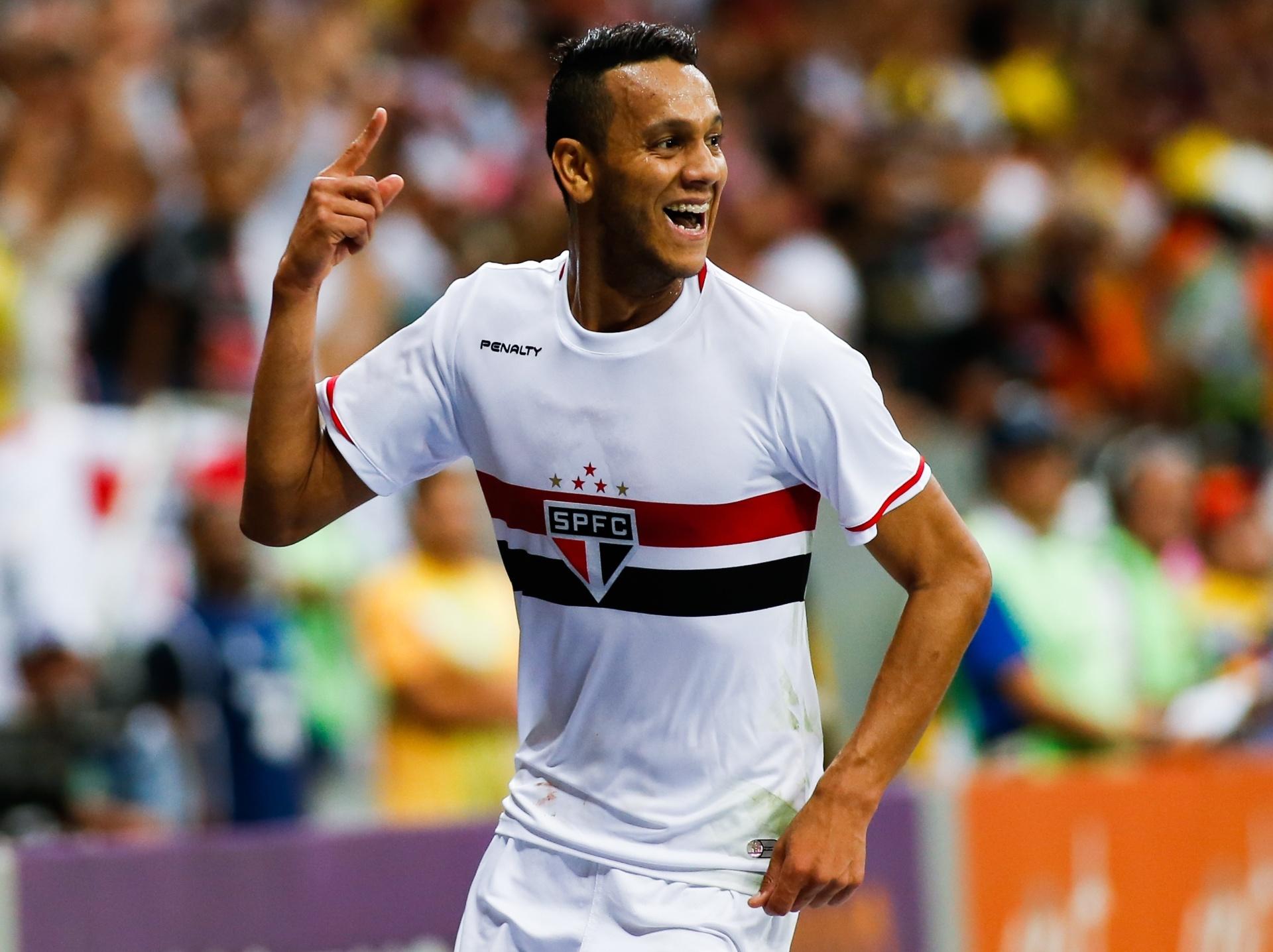 São Paulo exerce direito e compra Souza pouco após a 1ª convocação -  20 10 2014 - UOL Esporte 1abf925601772