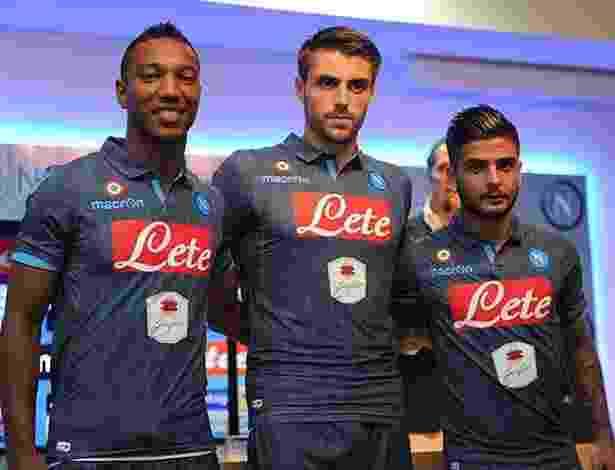 11.set.2014 - Napoli lança uniforme jeans para a temporada 2014/2015 do futebol italiano - SSC Napoli/Divulgação