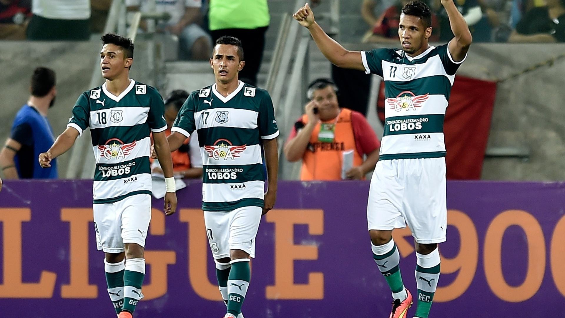 Jogadores do Goiás comemoram gol contra o Flamengo pelo Brasileirão
