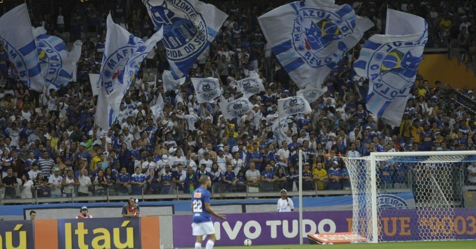 Torcida do Cruzeiro festeja durante o duelo com o Bahia no Mineirão