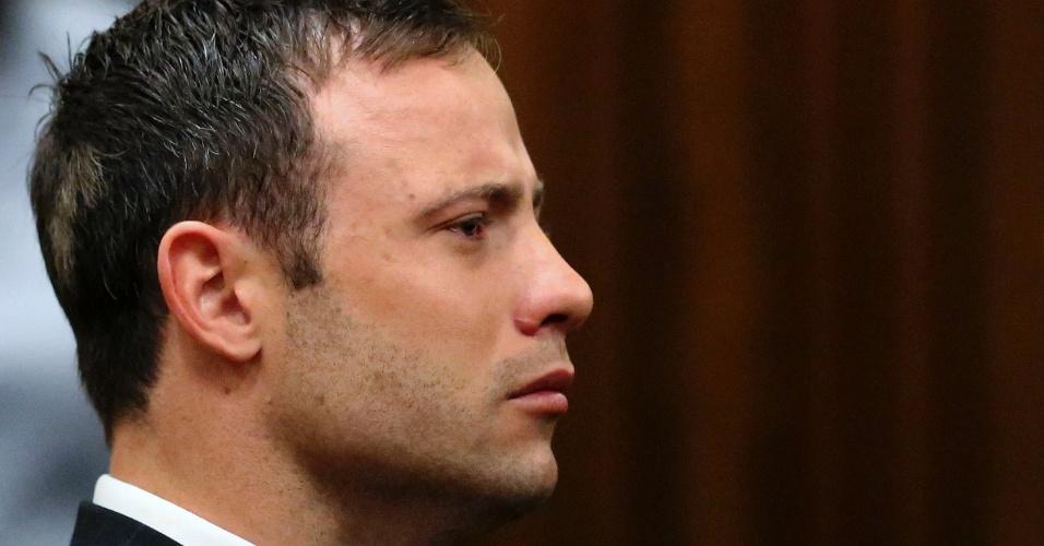 12.set.2014 - Oscar Pistorius acompanha a leitura do veredito do assassinato de sua namorada, Reeva Steenkamp