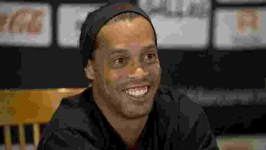 """Ronaldinho Gaúcho quase jogou no Manchester United, mas """"mudou de ideia"""" na última hora - AFP PHOTO/RONALDO SCHEMIDT"""