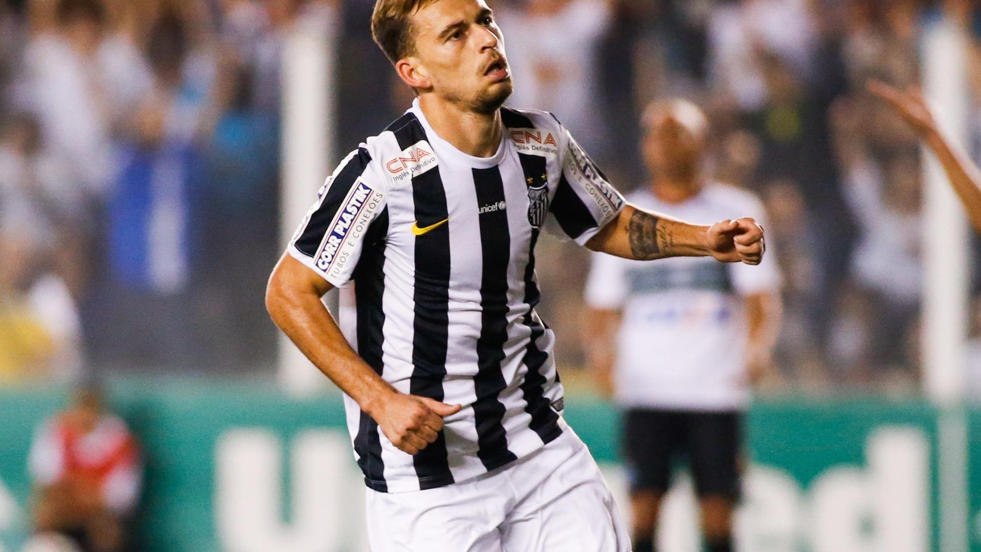 Lucas Lima comemora o primeiro gol do Santos contra o Coritiba na Vila