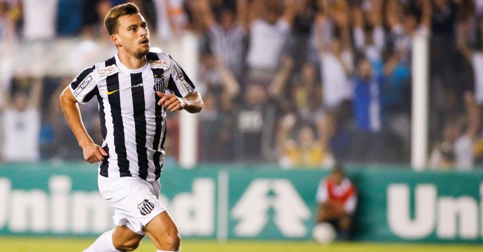 Lucas Lima fez o gol após chutar a bola de fora da área no ângulo do goleiro do Coritiba