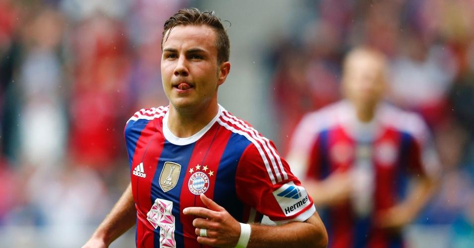 Mario Götze comemora gol do Bayern sobre o Stuttgart pelo Campeonato Alemão