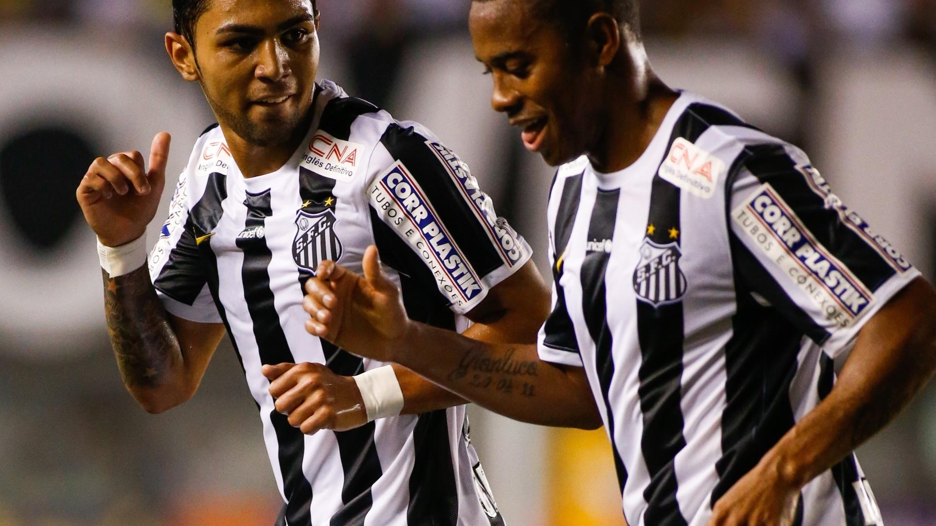 Robinho e Gabriel durante trecho da dança na comemoração do segundo gol santista