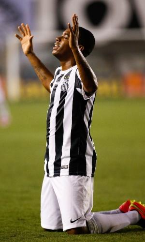 Robinho fez o segundo gol do Santos após passe de Gabriel
