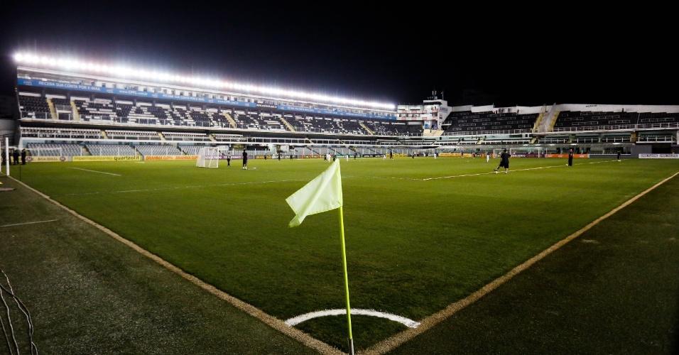 Vila Belmiro foi palco de Santos x Coritiba na noite deste sábado (13/09)