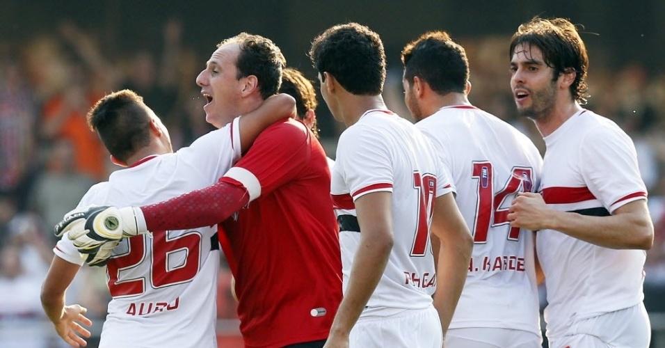 14.set.2014 - Jogadores do São Paulo comemoram gol marcado contra o Cruzeiro em jogo no Morumbi pelo Campeonato Brasileiro
