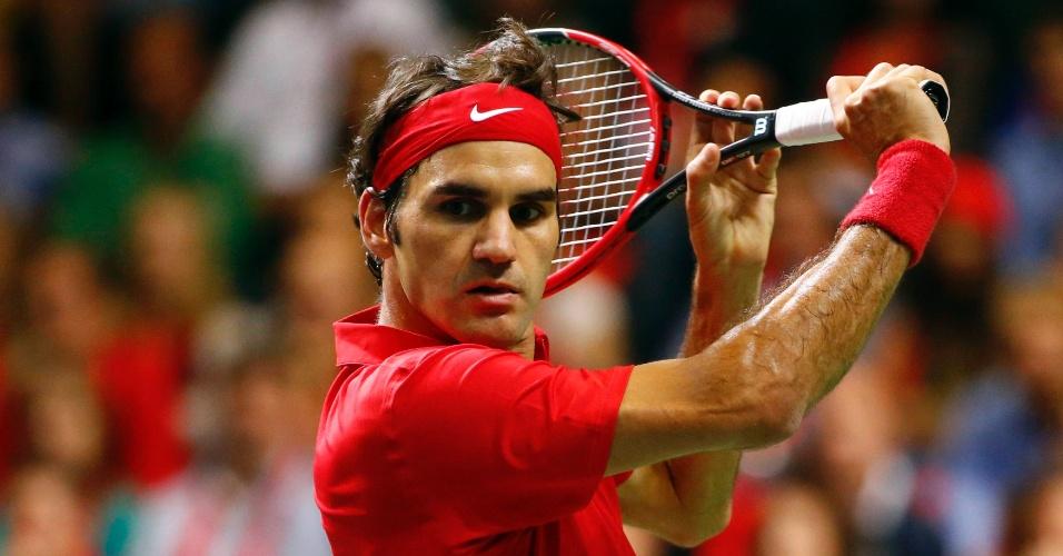 Federer entrou em quadra tendo que vencer Fognini para colocar a Suíça em sua segunda final de Copa Davis