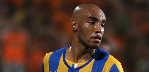 Carlão está, atualmente, no APOEL, do Chipre