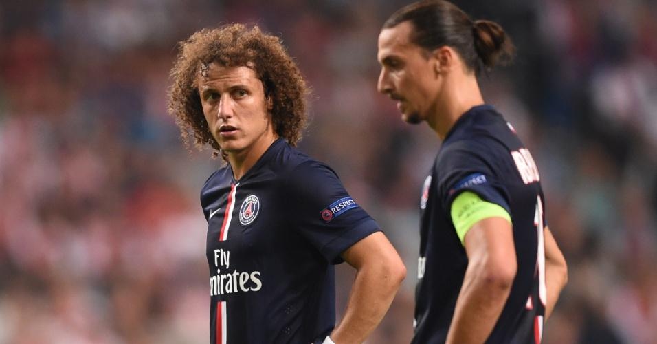 David Luiz e Ibrahimovic preparam cobrança de falta em jogo do PSG contra o Ajax