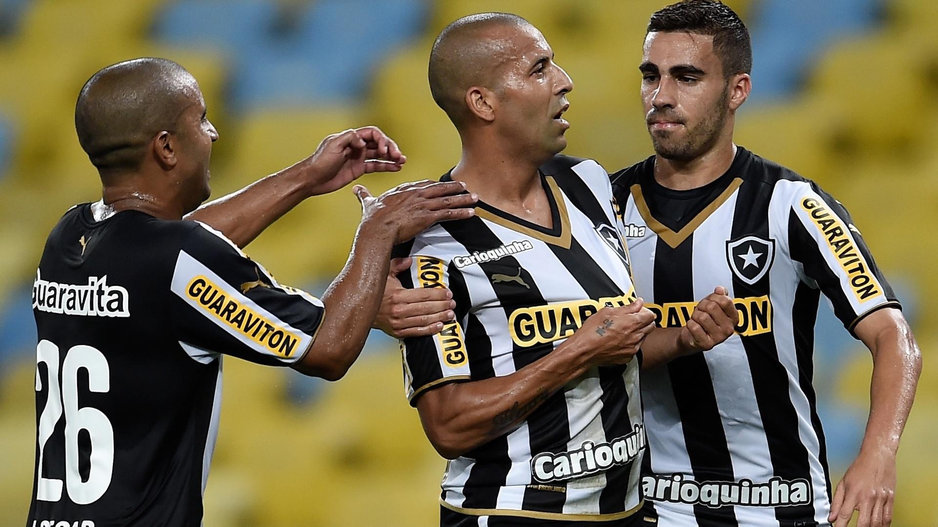 Emerson Sheik comemora gol marcado durante partida entre Botafogo e Bahia pelo Brasileirão