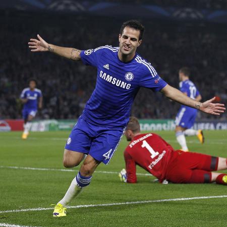 Fábregas comemora primeiro gol do Chelsea contra o Schalke - IAN KINGTON/AFP