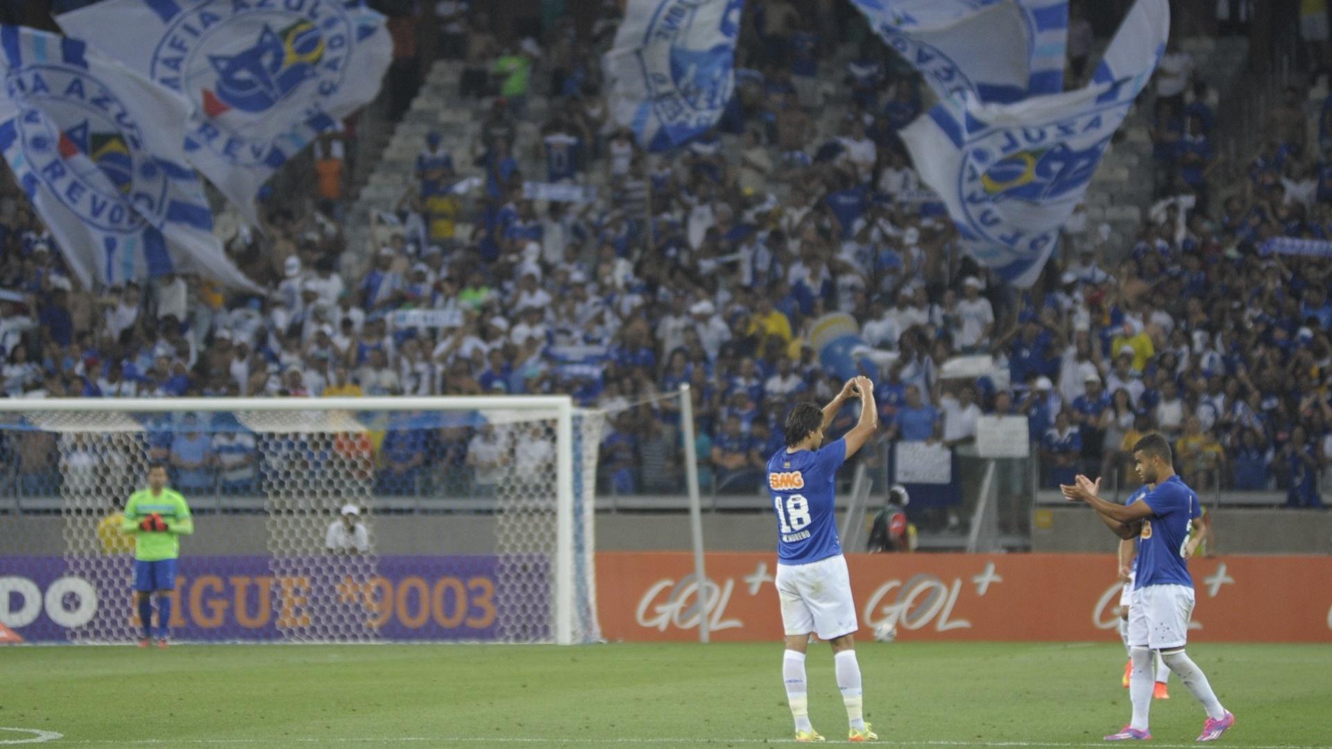 Marcelo Moreno comemora gol do Cruzeiro contra o Atlético-PR