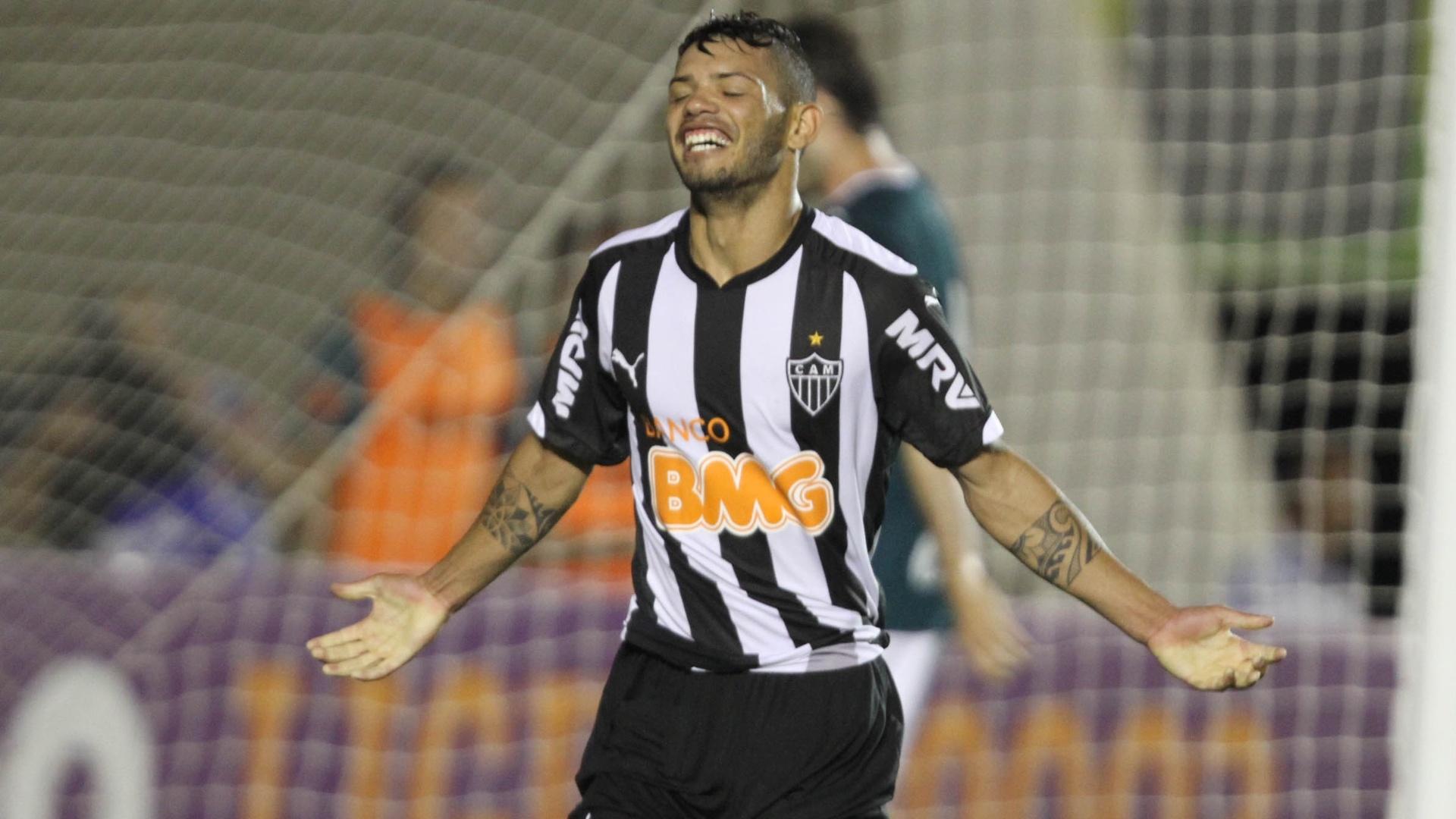 Carlos comemora gol do Atlético-MG contra o Goiás pelo Brasileirão