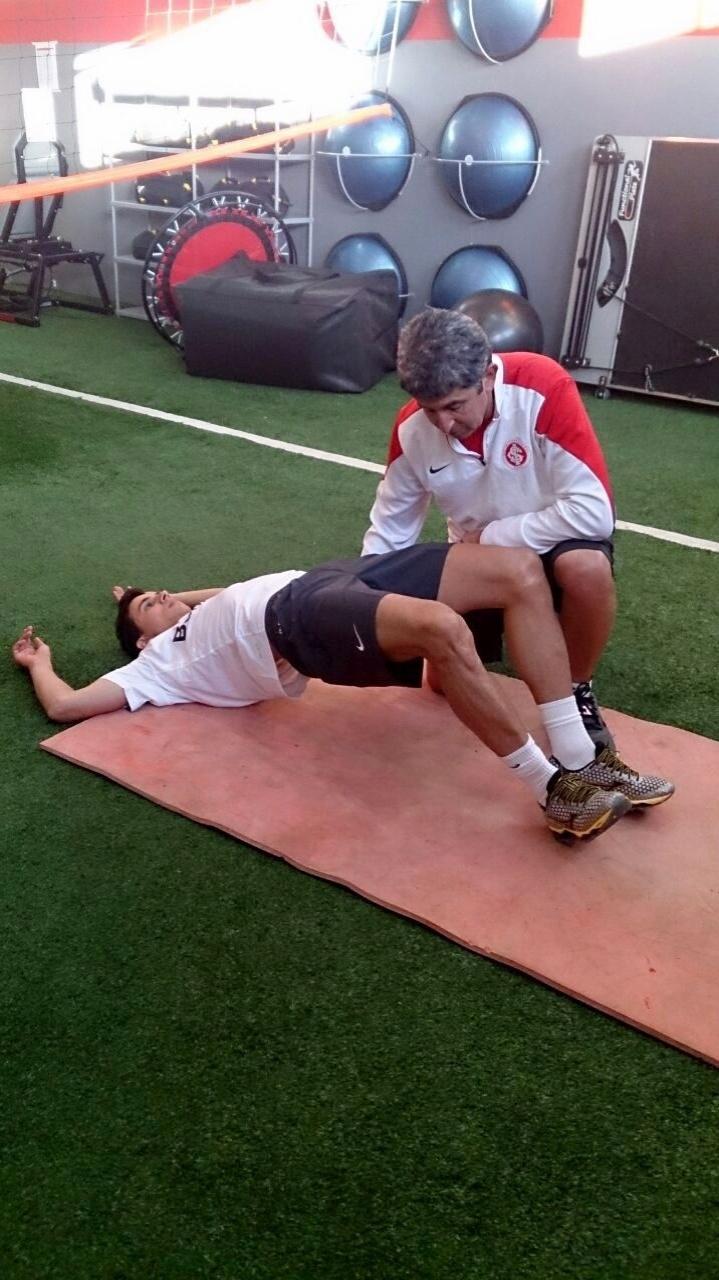 Nilmar faz treino no vestiário do CT do Internacional, após assinar contrato de três anos