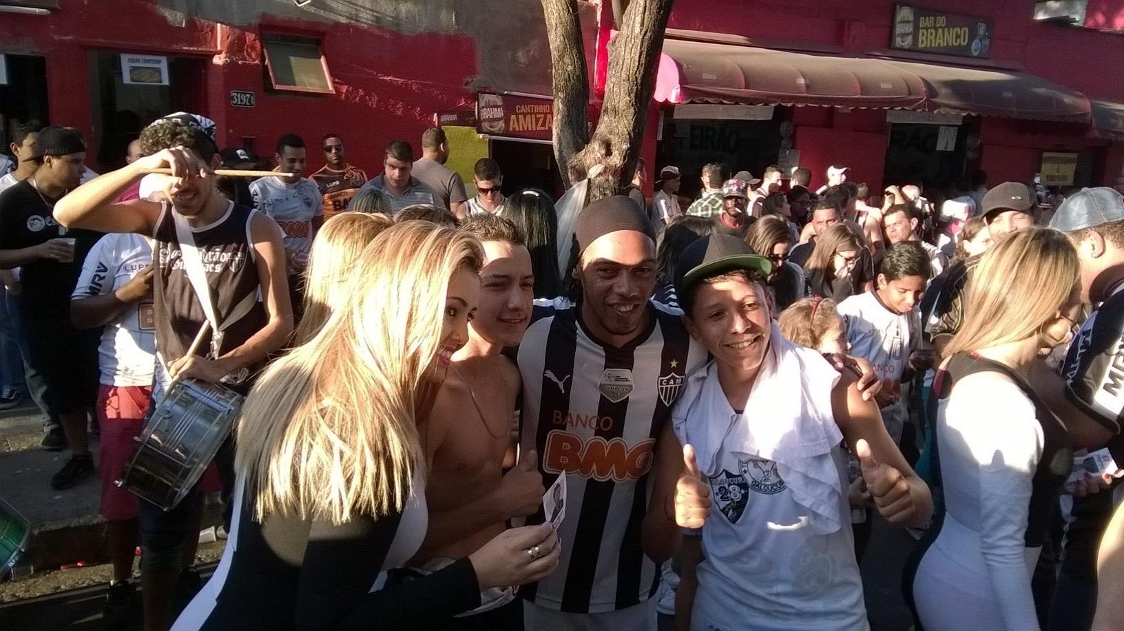 19 set 2014 - Sósia de Ronaldinho Gaúcho, José Robson Batista, não seguiu os passos do ídolo, segue em Minas e tenta se eleger deputado