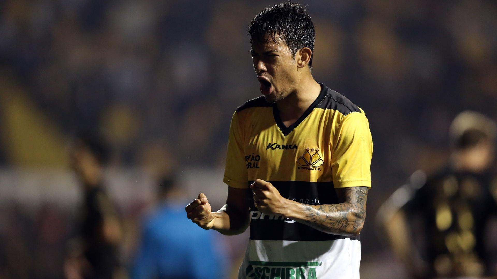 20. set. 2014 - Jogador Lucca do Criciúma comemora após gol de pênalti de Paulo Baier, contra o Botafogo
