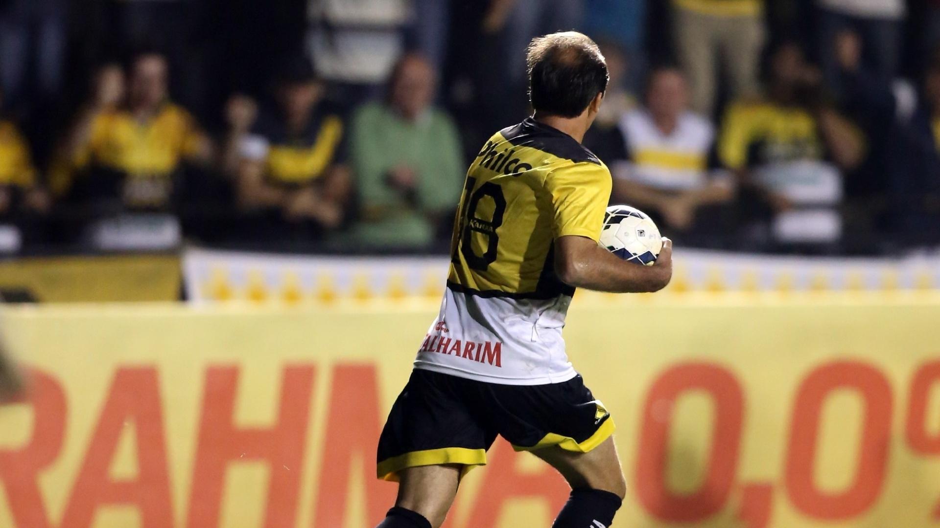 20. set. 2014 - Paulo Baier comemora gol de empate do Criciúma contra o Botafogo, pelo Campeonato Brasileiro