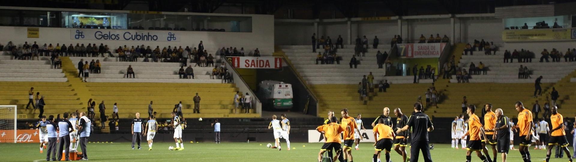 Botafogo e Criciúma se aquecem no gramado do estádio