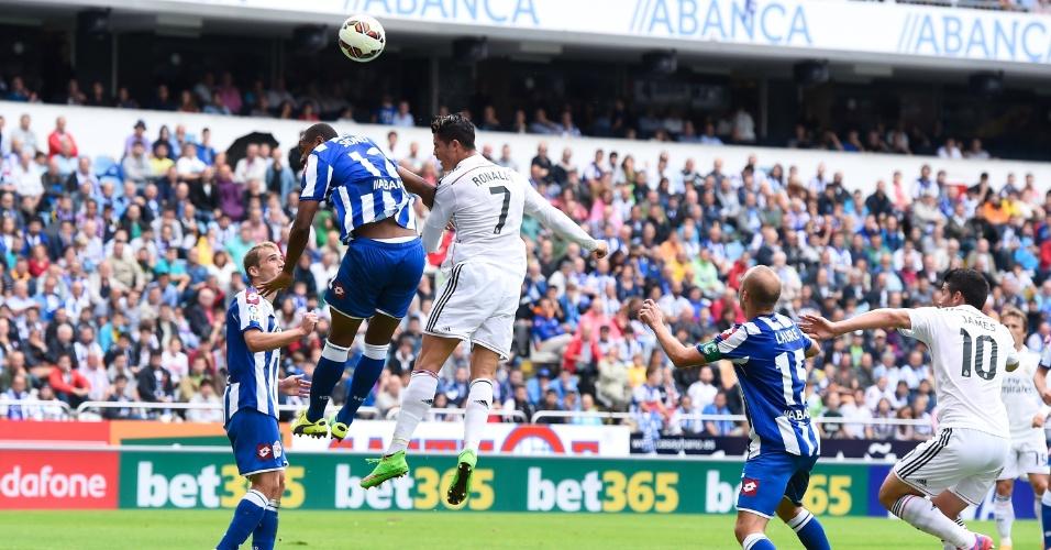 Cristiano Ronaldo marcou de cabeça o primeiro gol do Real Madrid diante do La Coruña no estádio Riazor