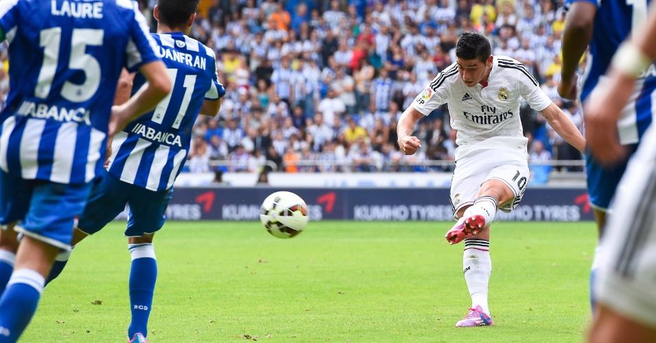 Jamez Rodríguez fez um lindo gol de fora da área ao chutar a bola no ângulo esquerdo do goleiro