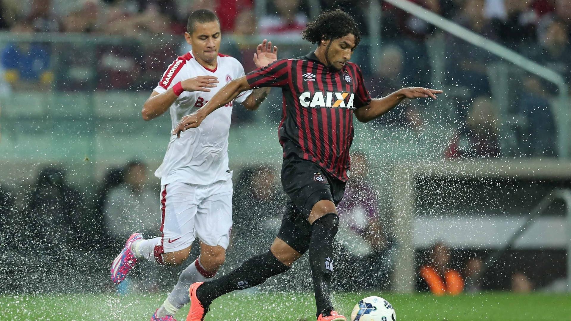 Wellington Paulista, que vive longo jejum de gols, ajuda o Inter na marcação