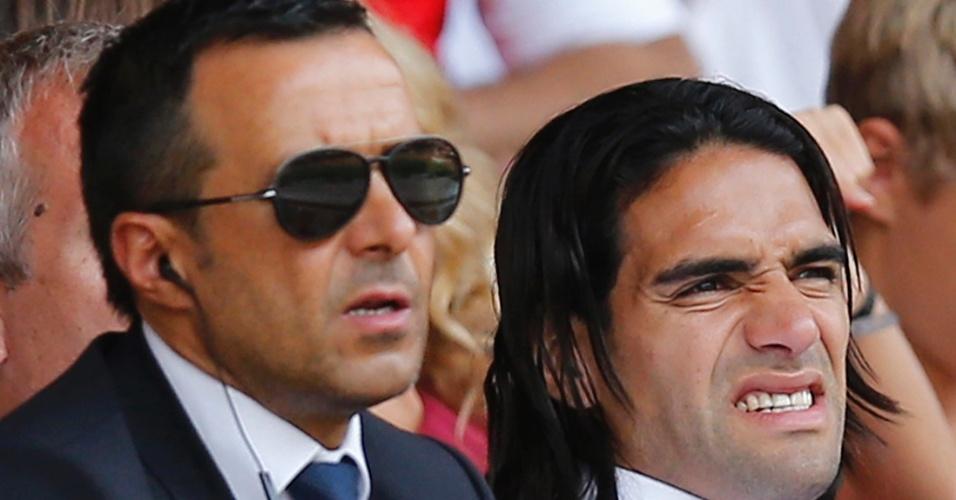 Jorge Mendes, mega agente de futebol, assiste ao jogo do Monaco ao lado do atacante Radamel Falcão, seu cliente