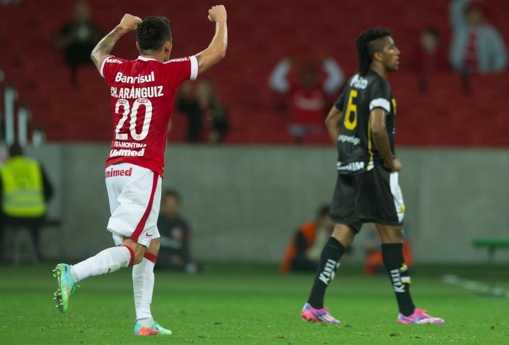 Aranguiz comemora primeiro gol do Inter contra o Criciúma