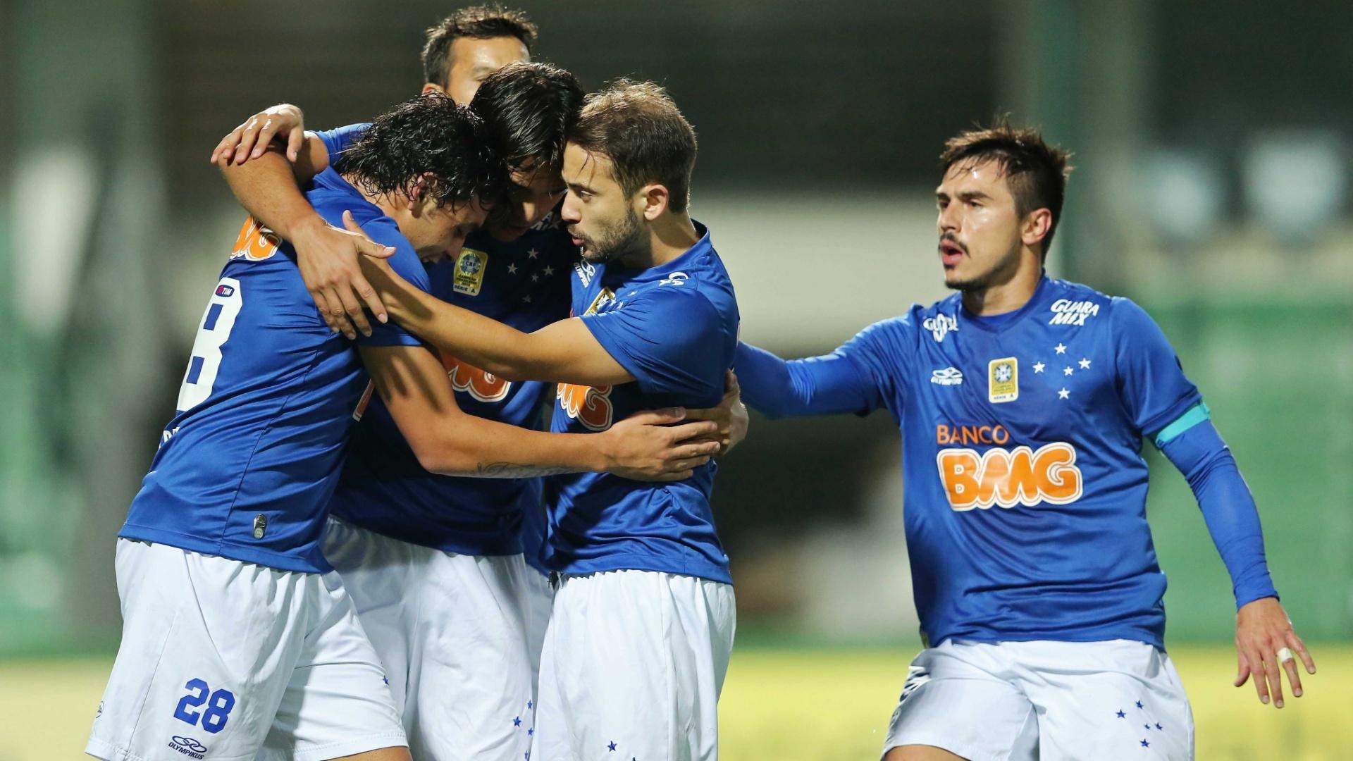Cruzeiro abriu o placar contra o Coritiba com gol de Marcelo Moreno