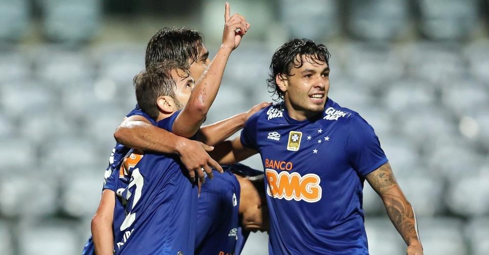 Everton Ribeiro, do Cruzeiro, comemora gol contra o Coritiba