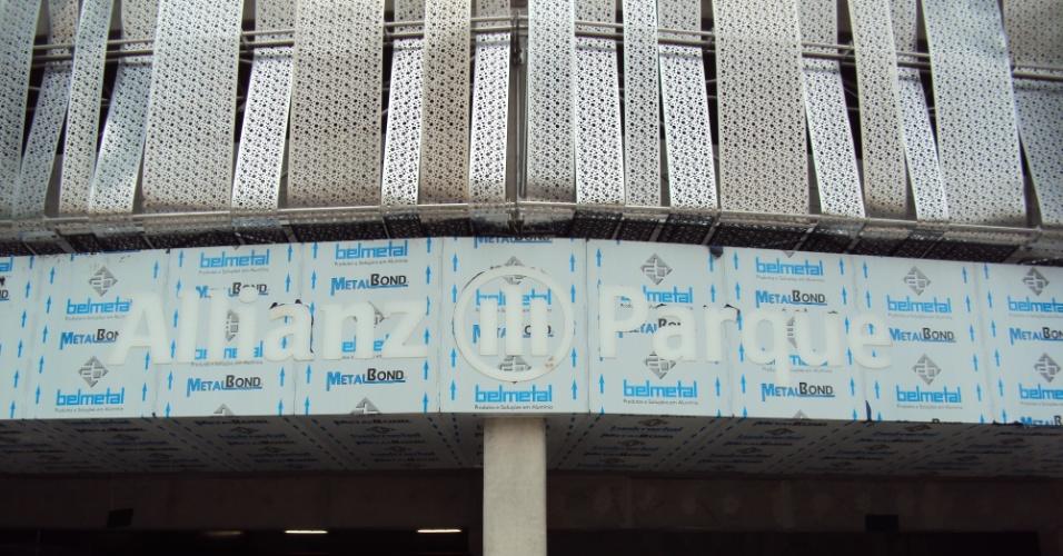 Letreiro começa a ser instalado na Arena do Palmeiras