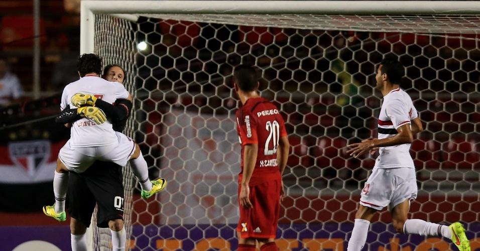 Pato comemora com Rogério Ceni após o goleiro marcar para o São Paulo (24.set.2014)