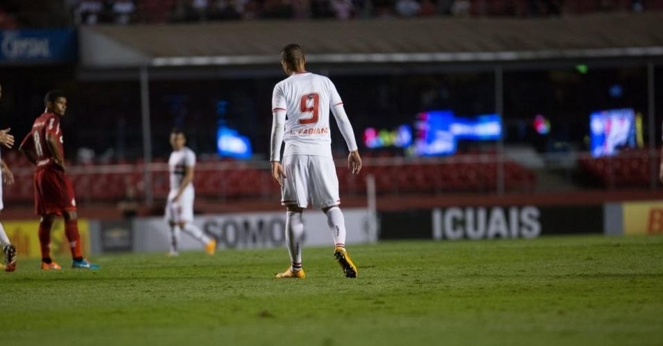 Luis Fabiano marcou o gol que garantiu o empate para o São Paulo no Morumbi (24.set.2014)