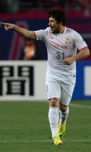 Aloisio comemora na Liga Asiática, pelo Shandong Luneng FC