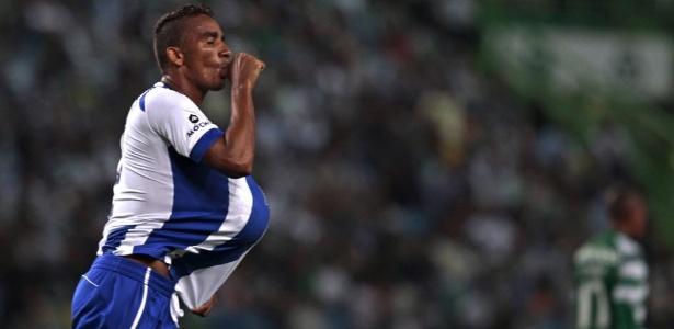 Brasileiro Danilo comemora gol do Porto contra o Sporting