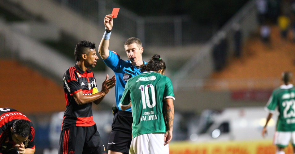 Valdivia é expulso de jogo entre Palmeiras e Flamengo