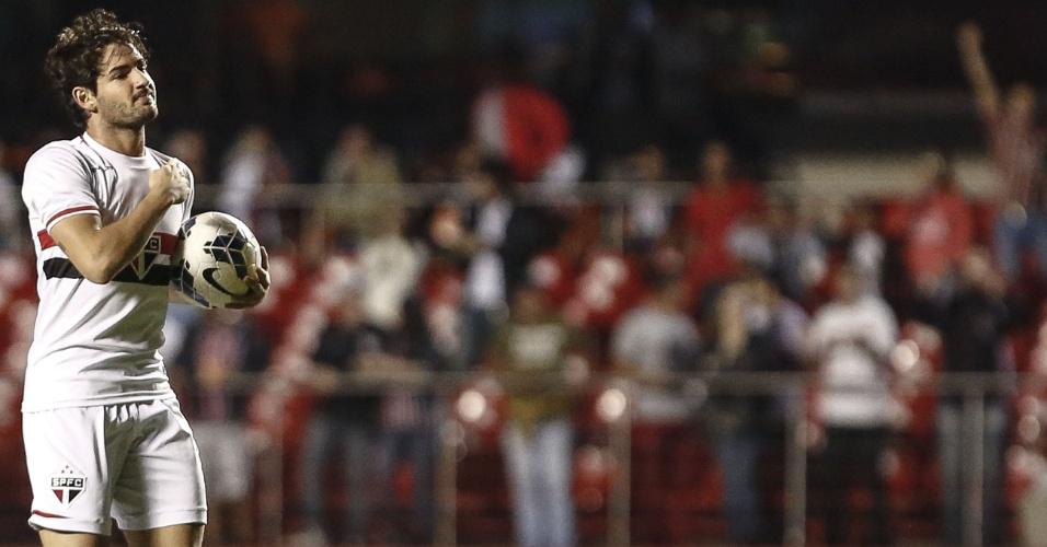 Alexandre Pato vibra após anotar o primeiro do São Paulo contra o Fluminense