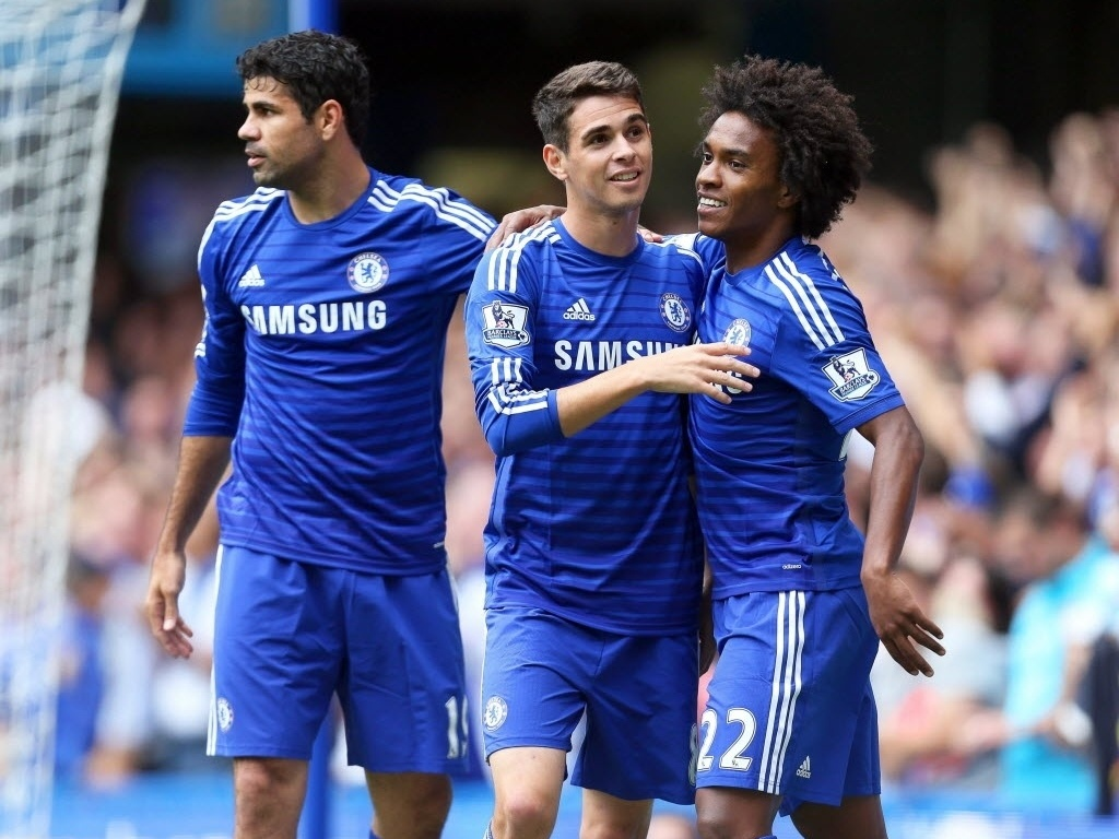 Diego Costa, Oscar e Willian comemoram gol do Chelsea frente ao Aston Villa